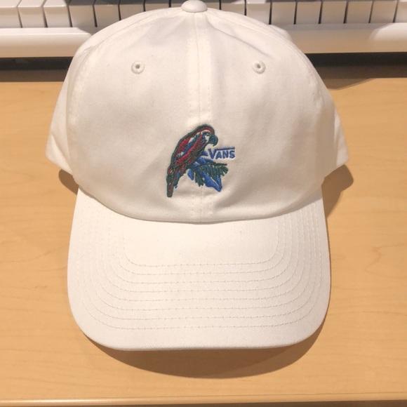 d2b09bae4d2 Vans white Parrot Hat. M 5b2db098aa571901326e8fe2